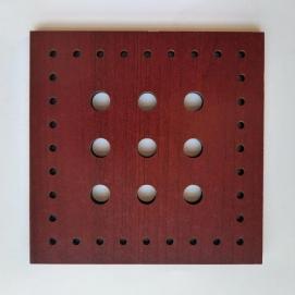 مربع سوراخدار چوبی